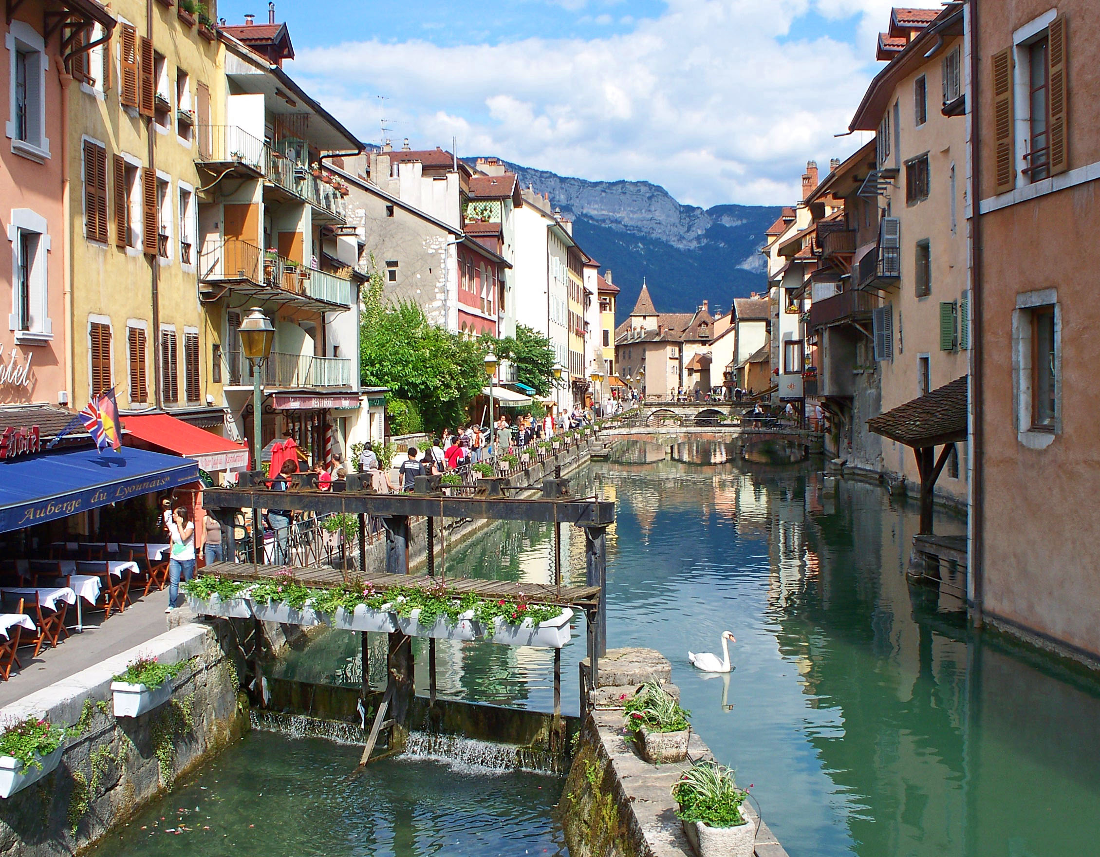 Annecy-Thiou-River-Old-Town
