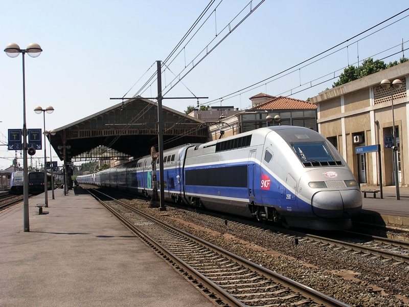 Beziers-train-station-800