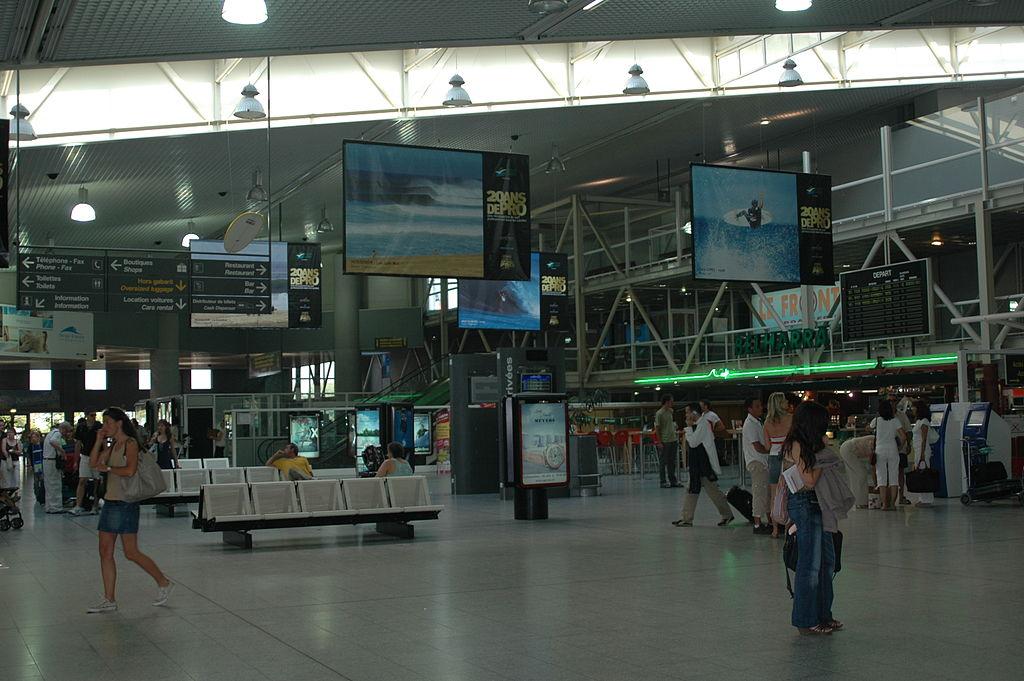 Biarritz-Airport-interior