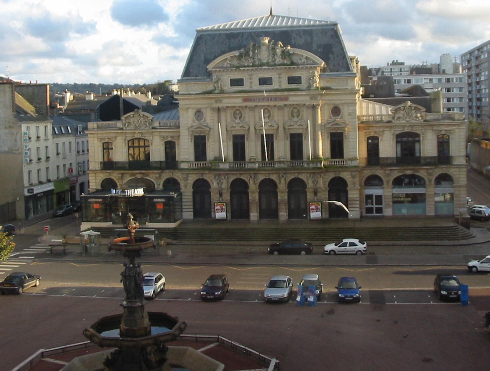 Chambery-Theater-and-Gambetta-fountain