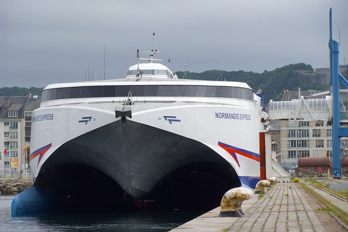 Cherbourg-ferry-port-Normandie-Express