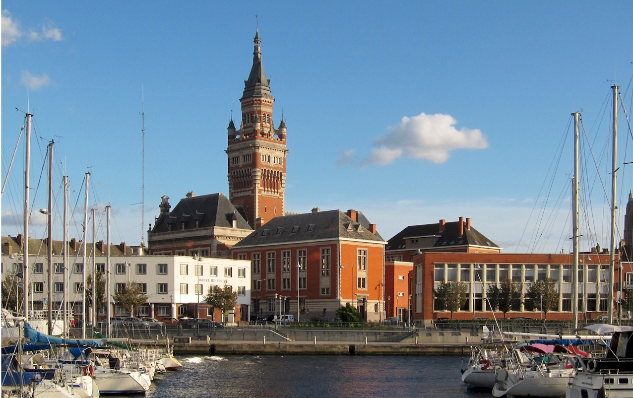Dunkerque-city-hall-port