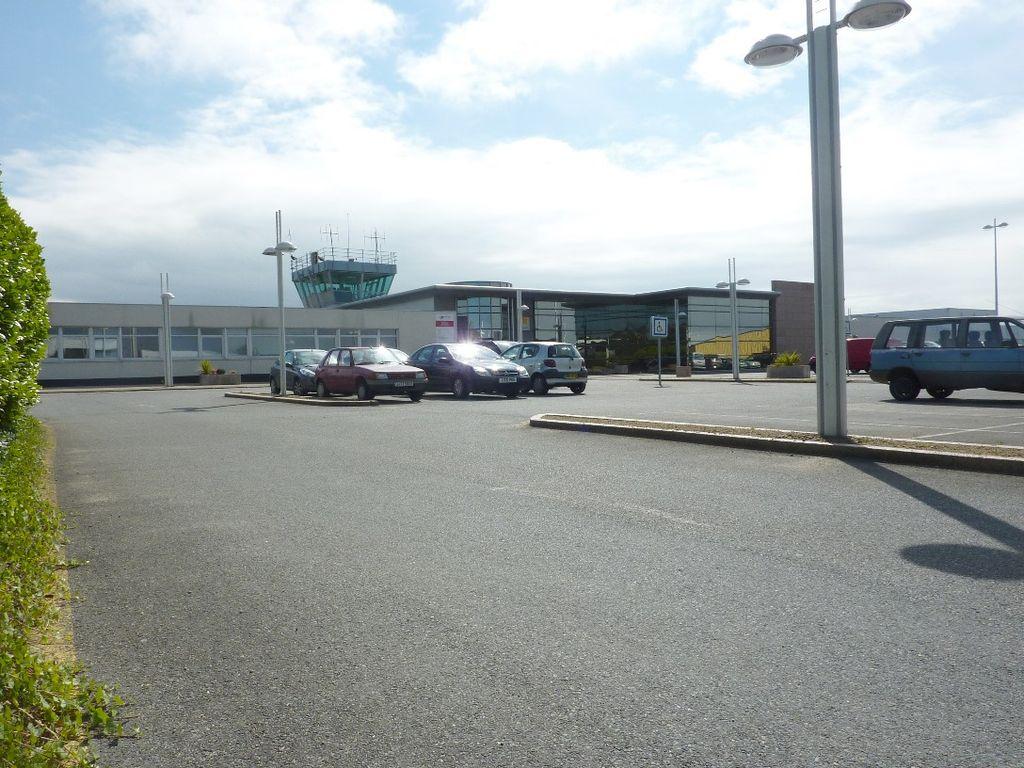 Lannion-Cote-de-Granit-Airport