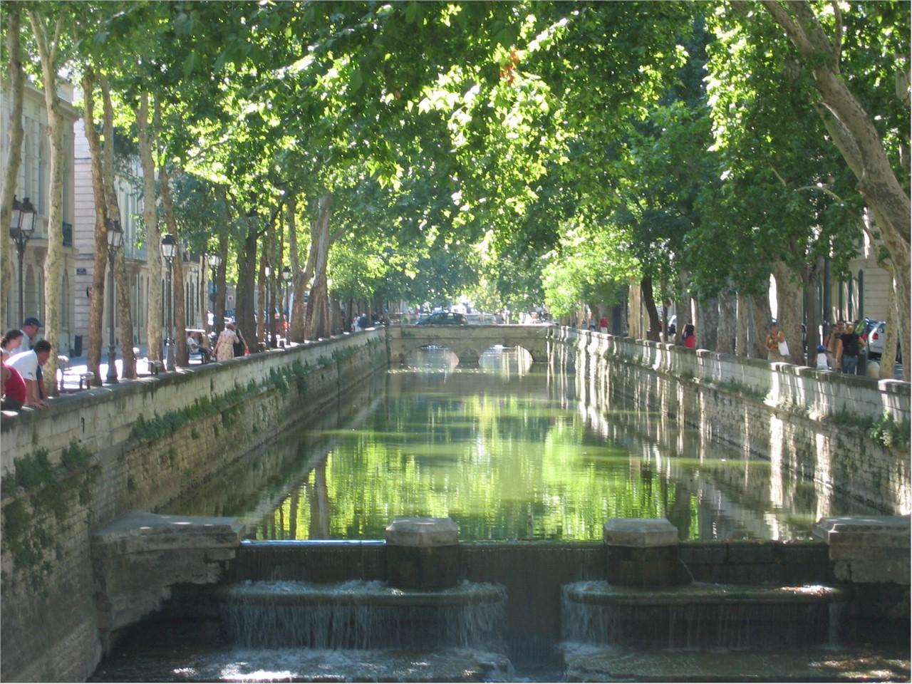 Nimes-Quais-de-la-Fontaine