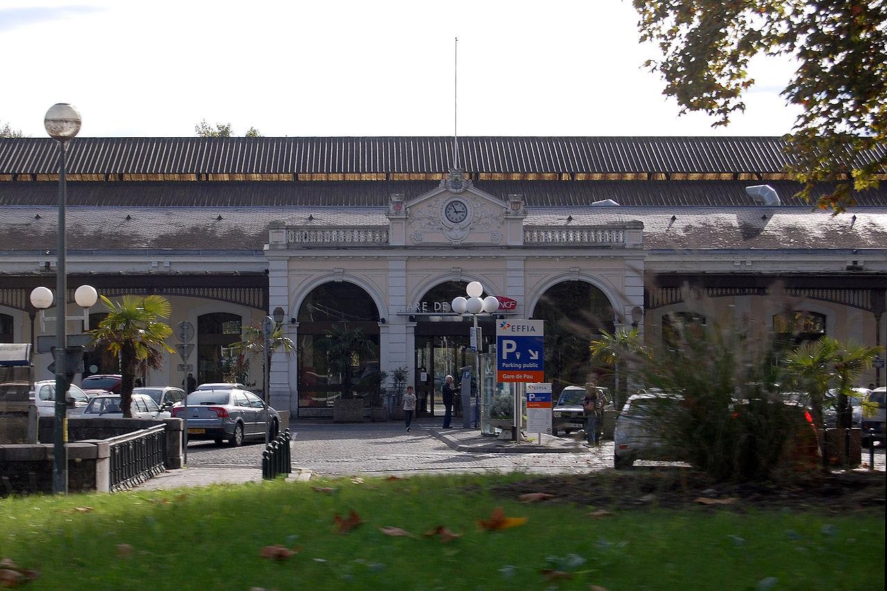 Pau-train-station