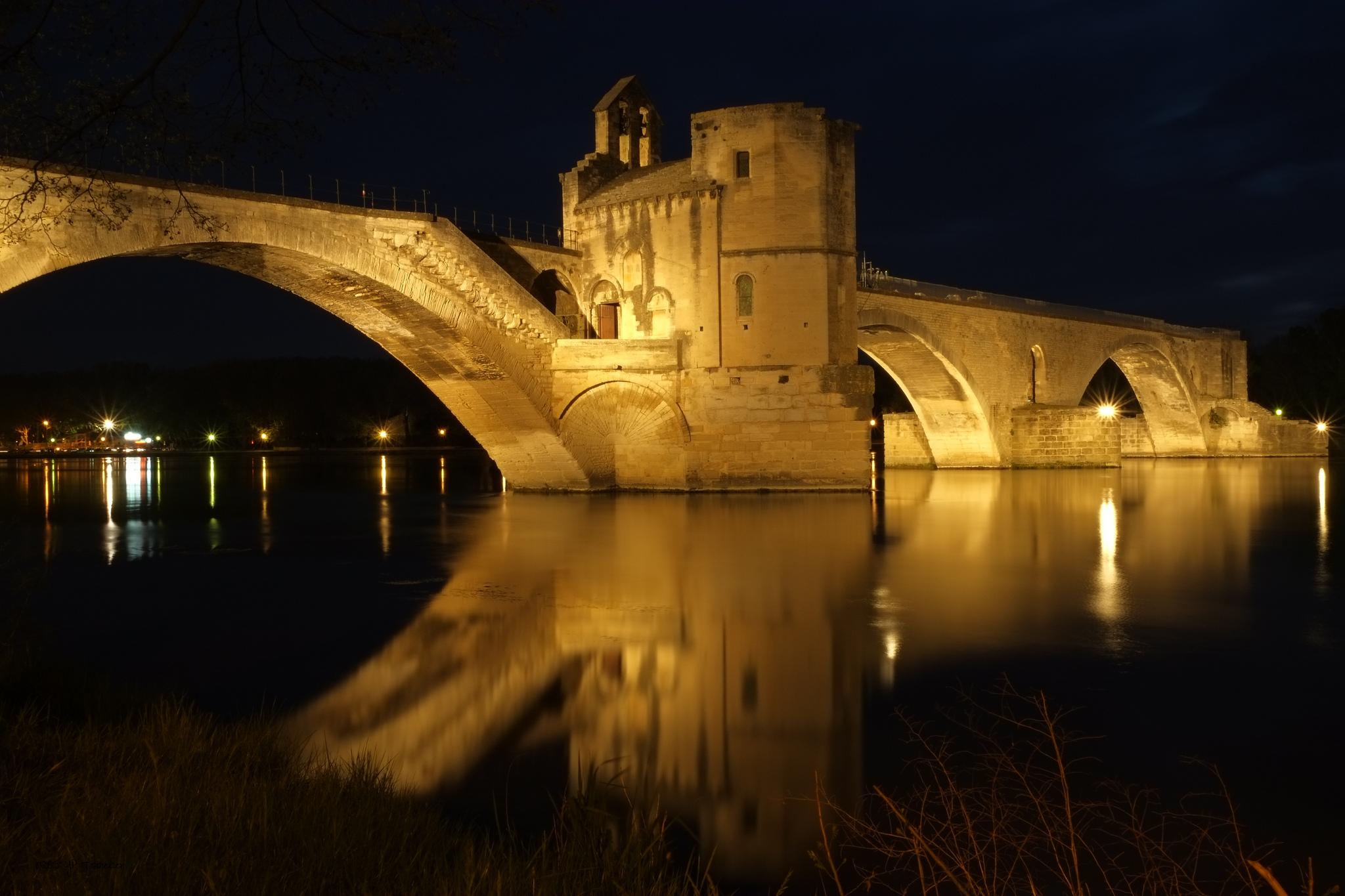 avignon-pont-benezet-sur-le-pont-de-avignon