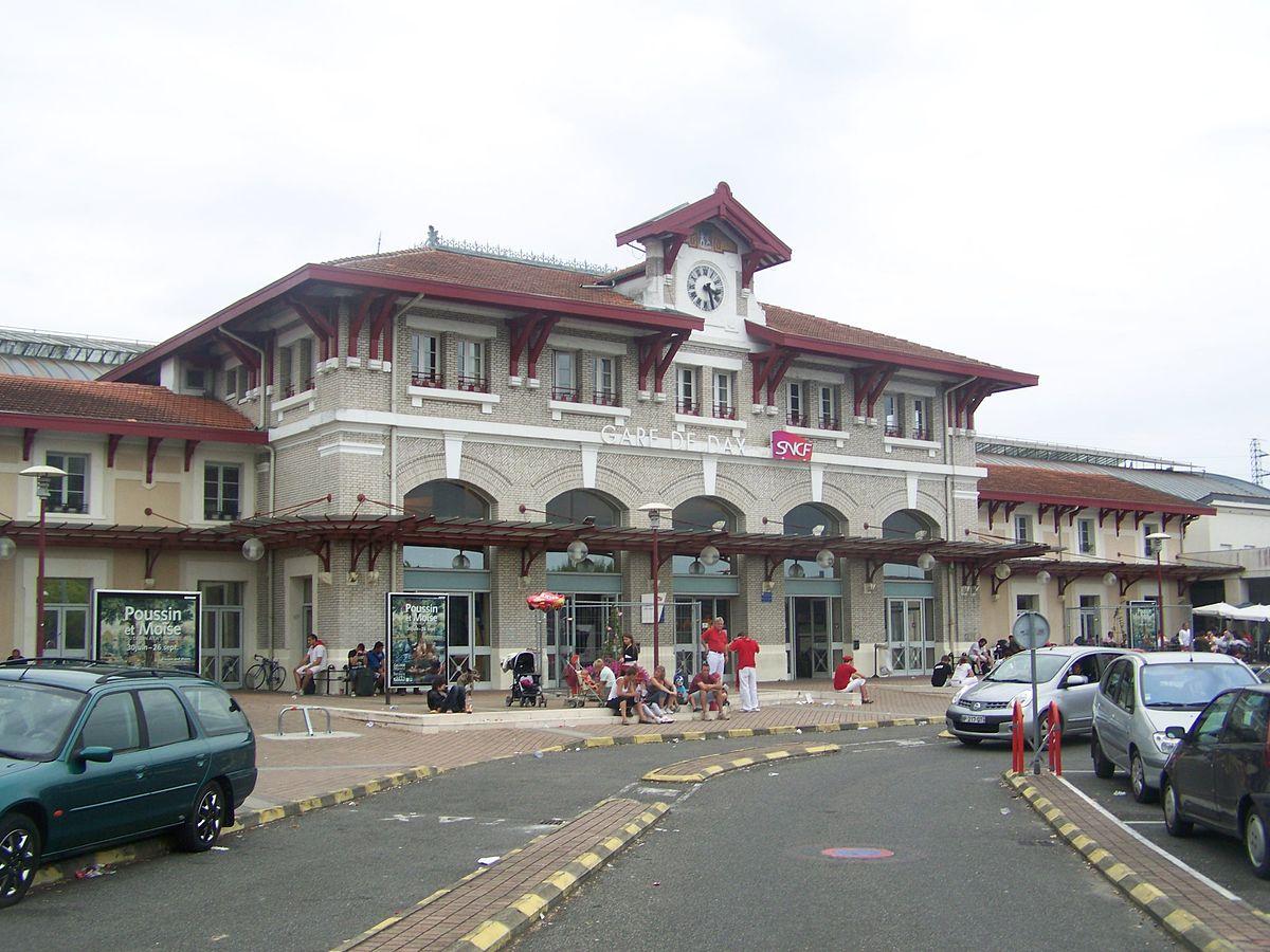 dax-train-station