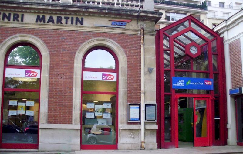 paris-gare-de-l-avenue-henri-martin-train-station-entry