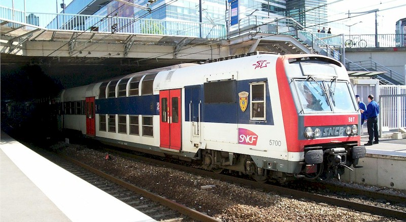 paris-gare-du-pont-garigliano-hopital-europeen-georges-pompidou-train-station-rer-c