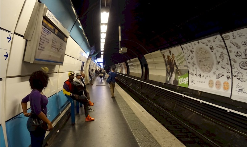 paris-gare-st-michel-notre-dame-train-station-rer-b-direction-chatelet