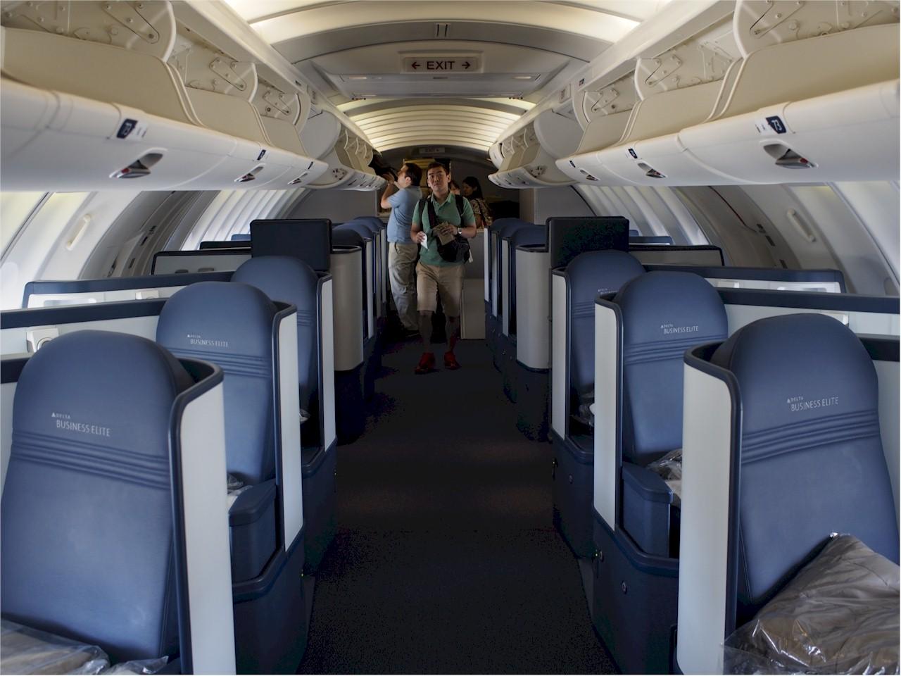 Delta-Boeing-747-400-Upperdeck-Delta-One-cabin