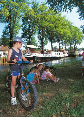 Hotel barges, discover Burgundy in luxury and comfort