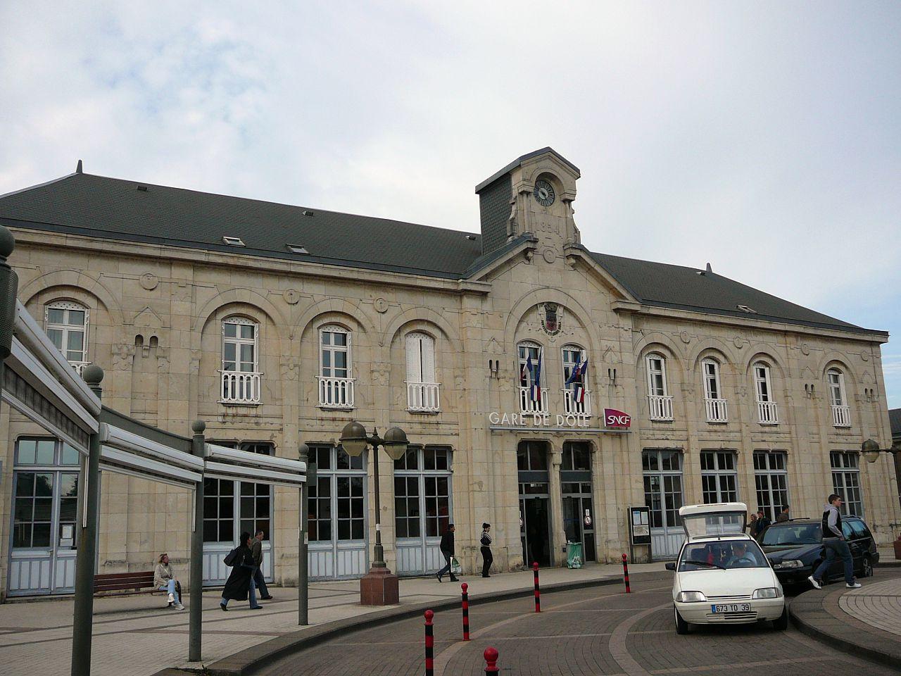 Dole-Ville-train-station
