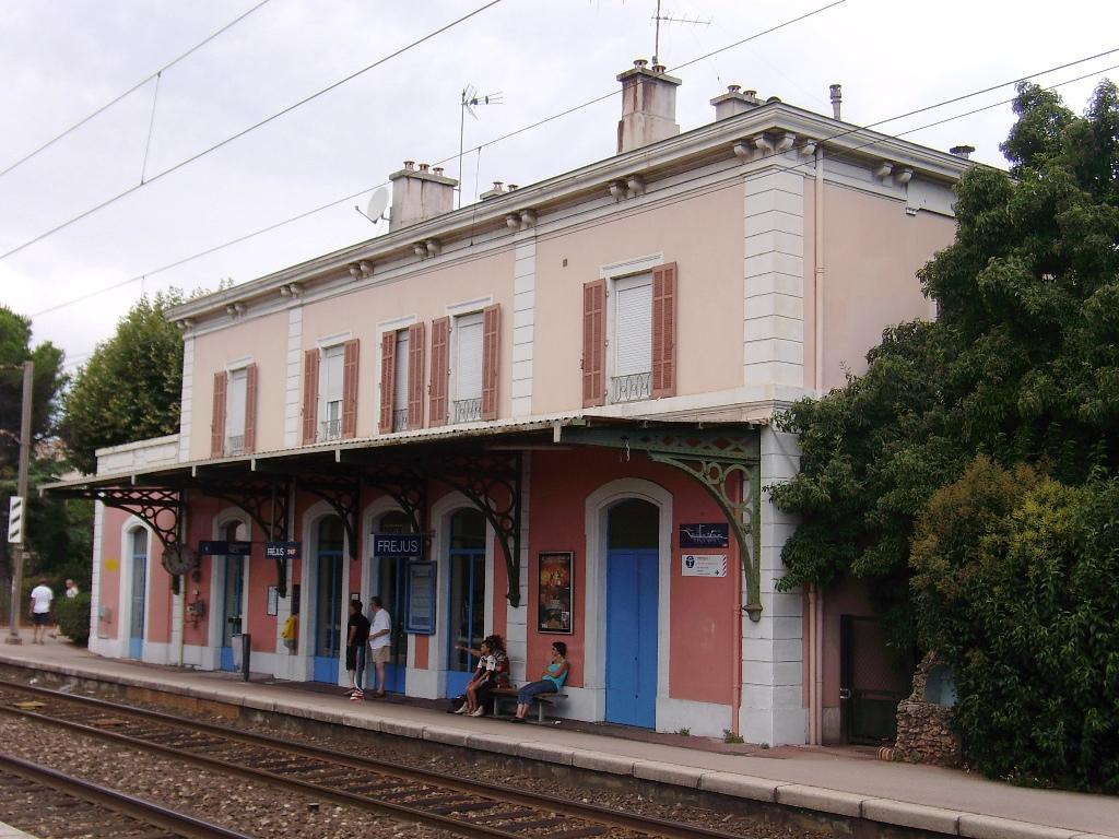Frejus-train-station