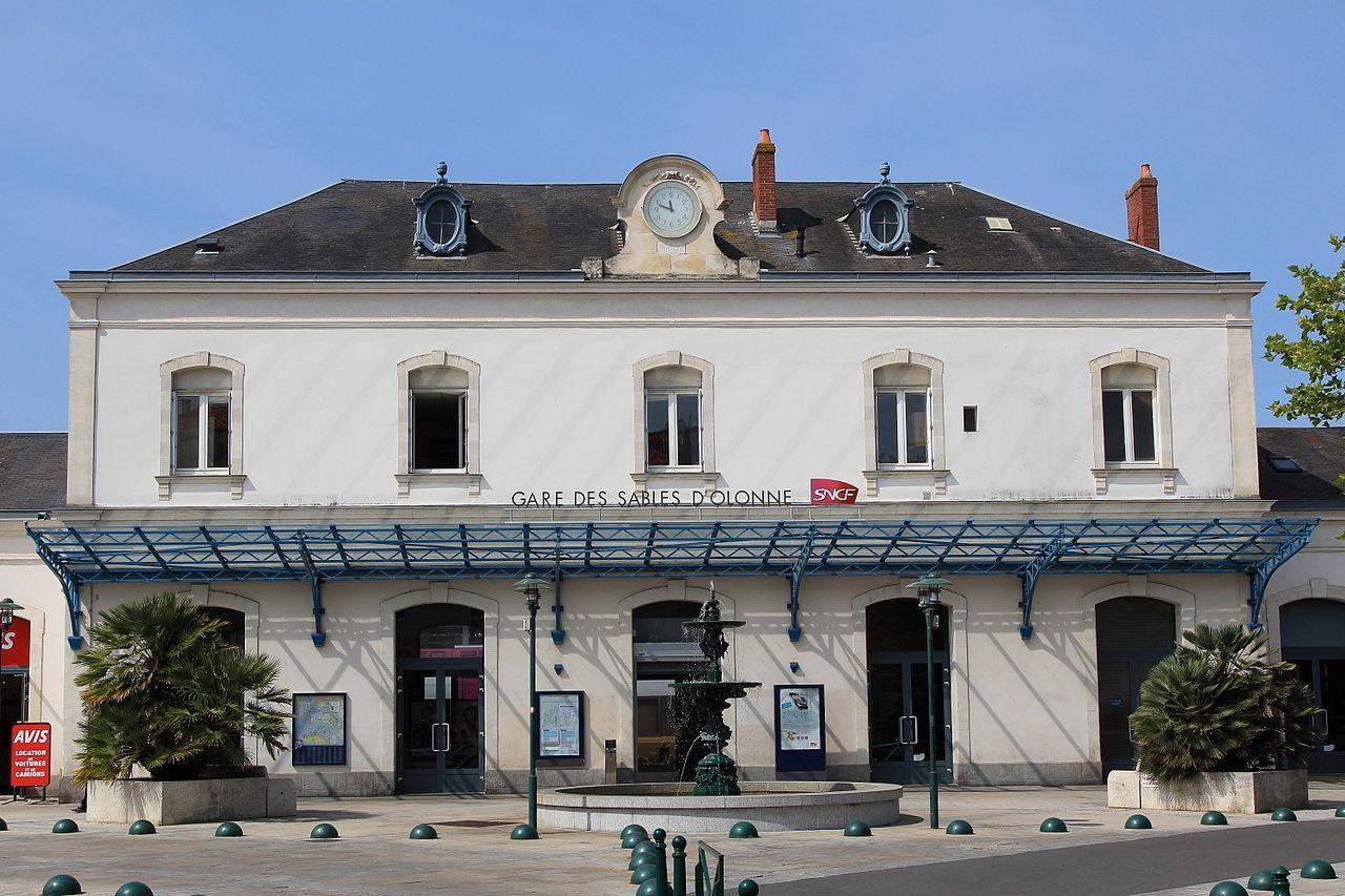 Les-Sables-d-Olonne-train-station