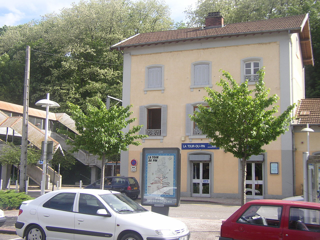 Tour-du-Pin-train-station