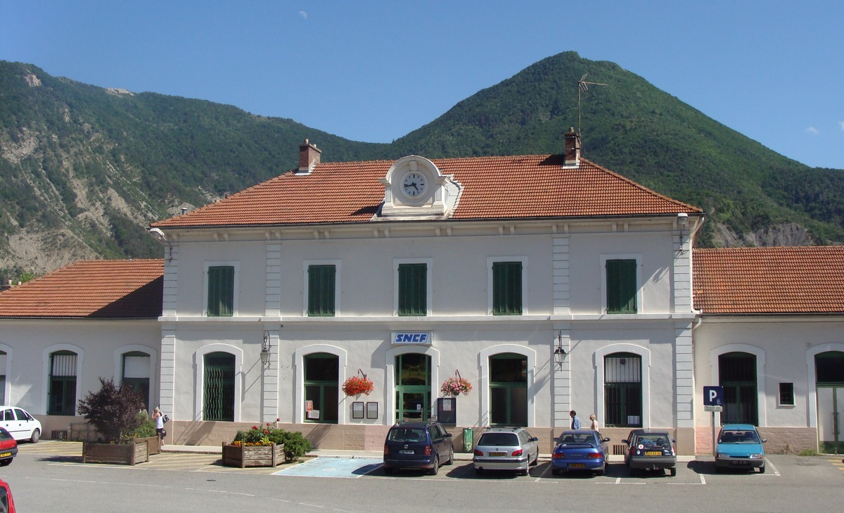 Veynes-train-station
