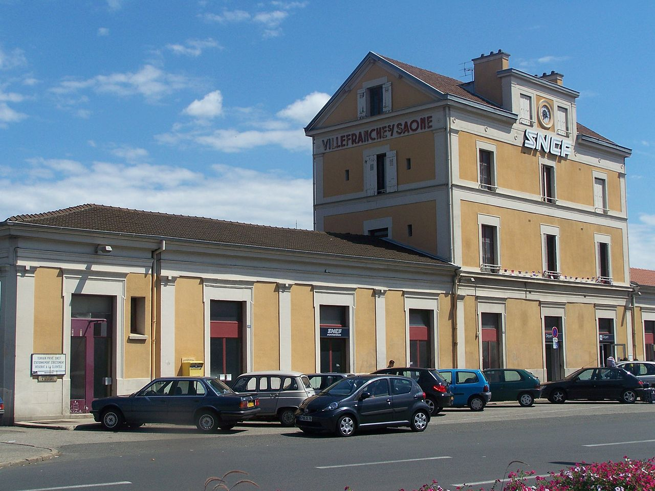 Villefranche-sur-Saone-train-station