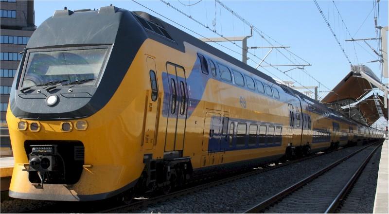 1877_Holland-Intercity-train