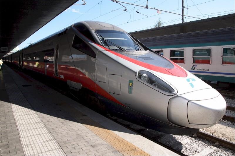 1909_Italy-Frecciargento-at-Venezia-Santa-Lucia-railway-station