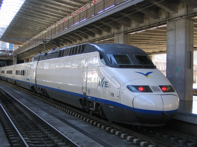 1919_Spain-AVE-high-speed-train-at-Cordoba