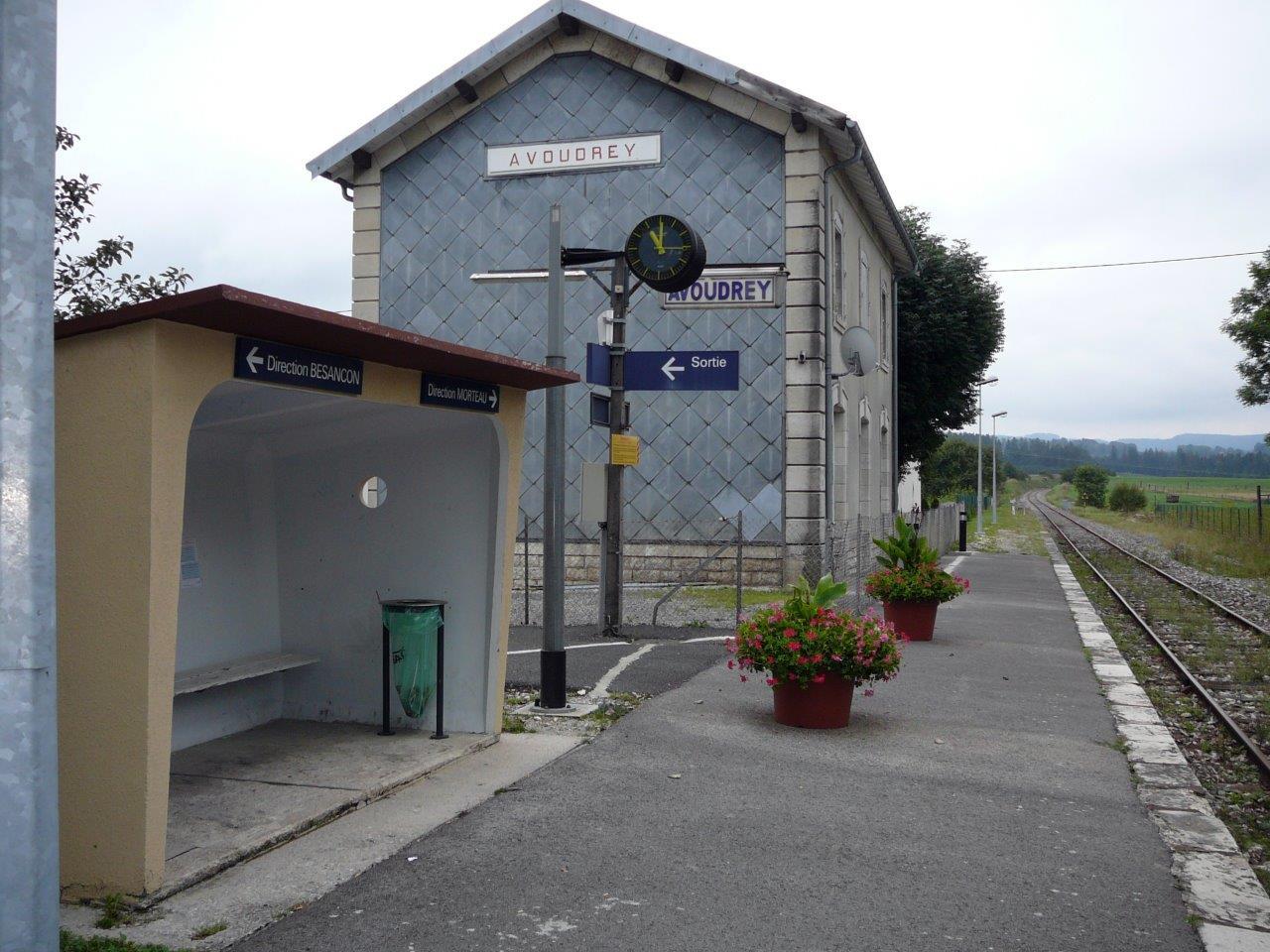 gare-d-avoudrey-train-station