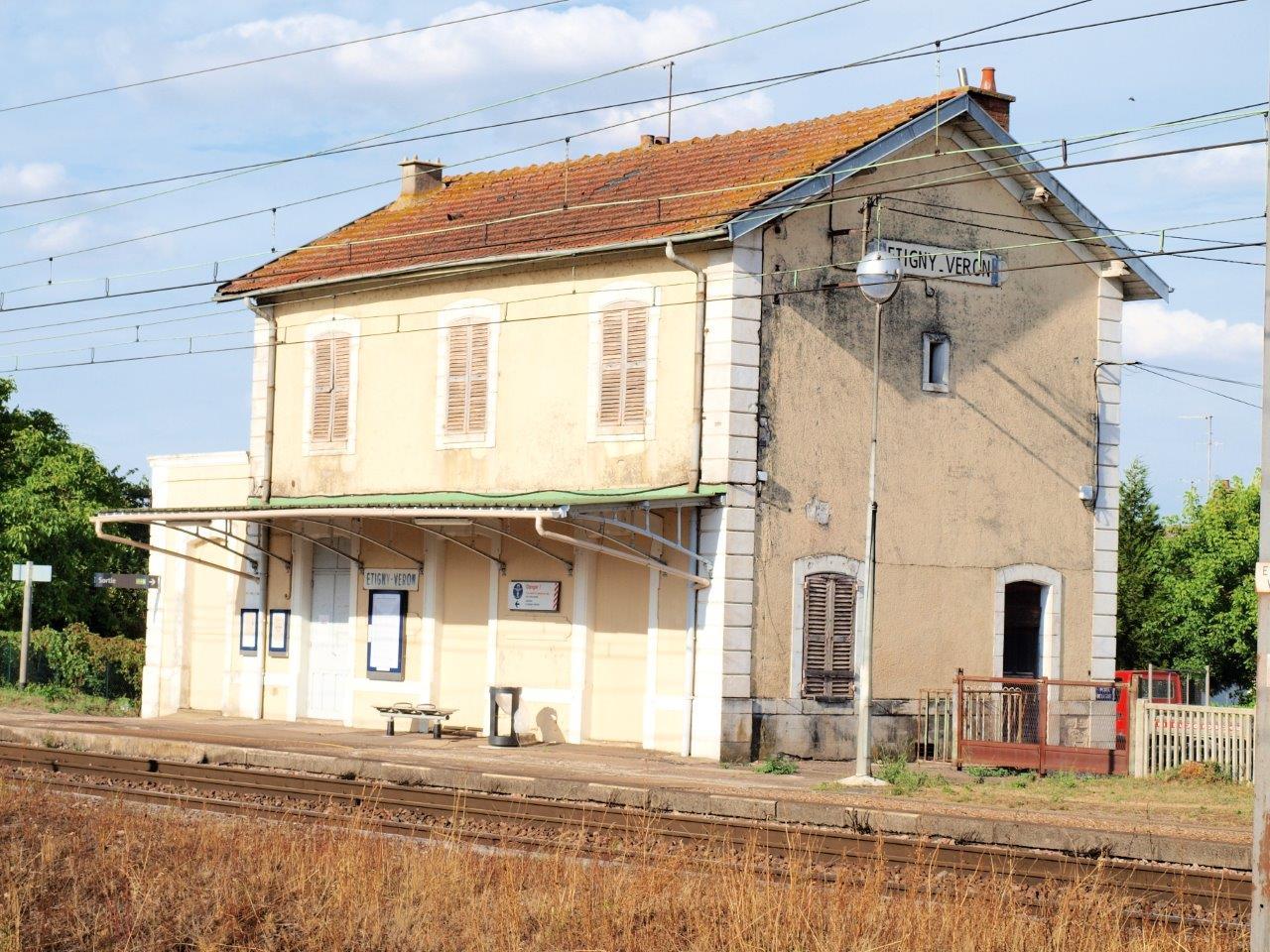 gare-d-etigny-veron-train-station