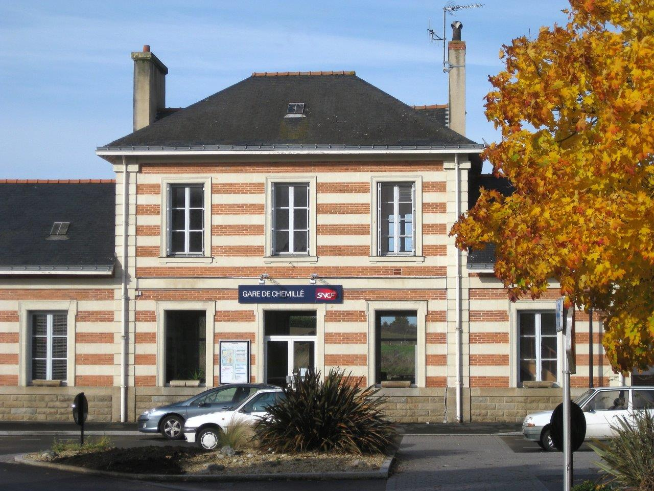 gare-de-chemille-train-station
