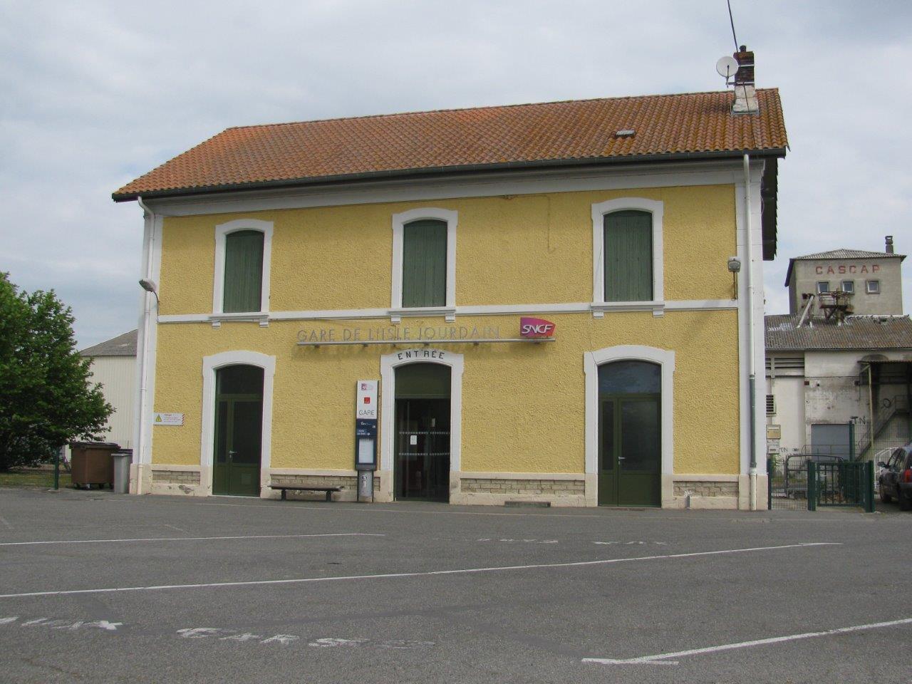 gare-de-l-isle-jourdain-gers-train-station