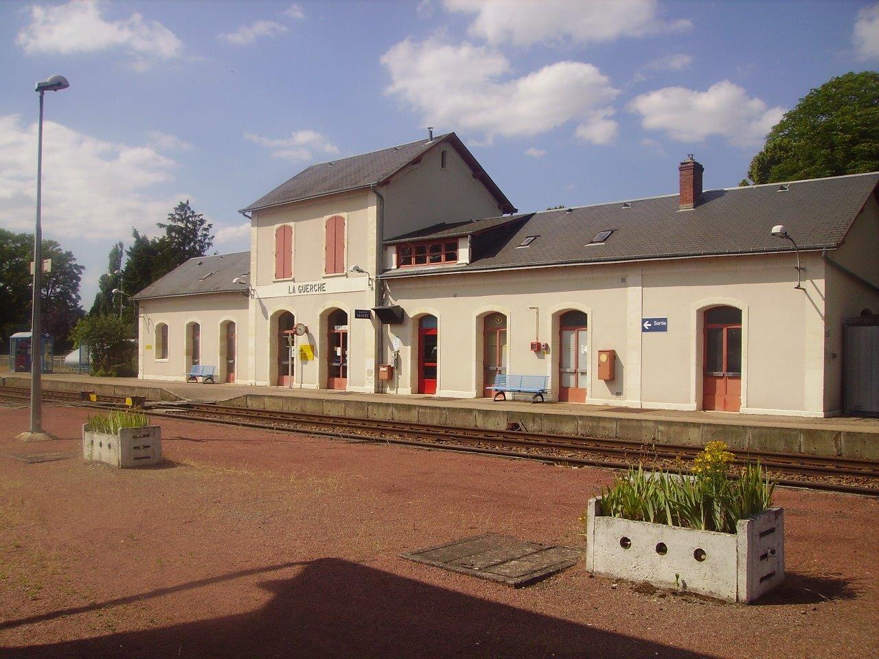 gare-de-la-guerche-sur-l-aubois-train-station