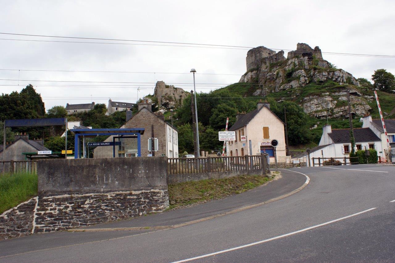 gare-de-la-roche-maurice-train-station