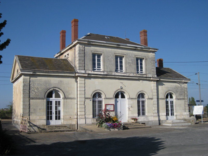 gare-de-saint-mathurin-train-station