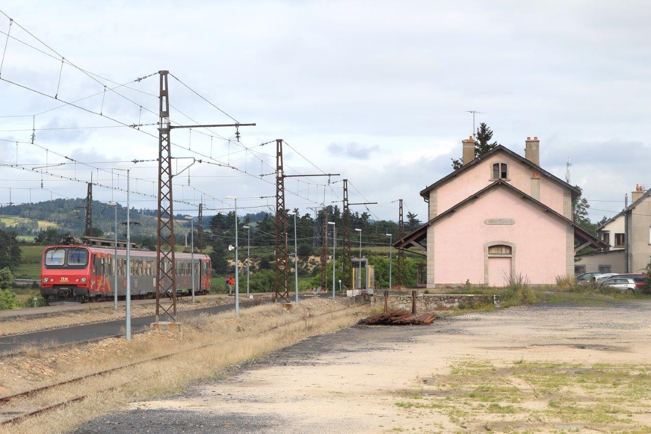 gare-d-aumont-aubrac-train-station