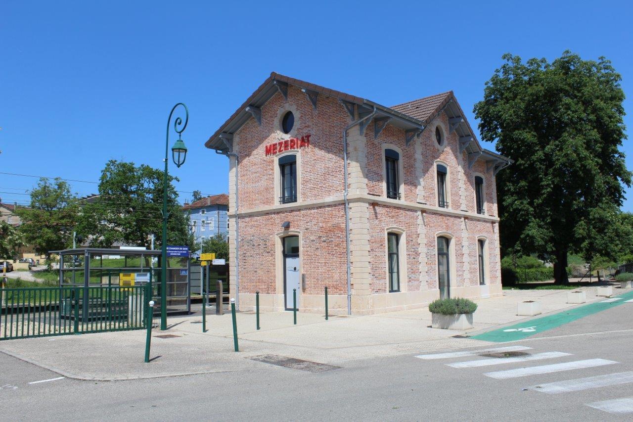 gare-de-mezeriat-train-station
