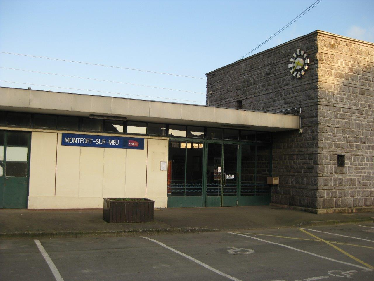 gare-de-montfort-sur-meu-train-station
