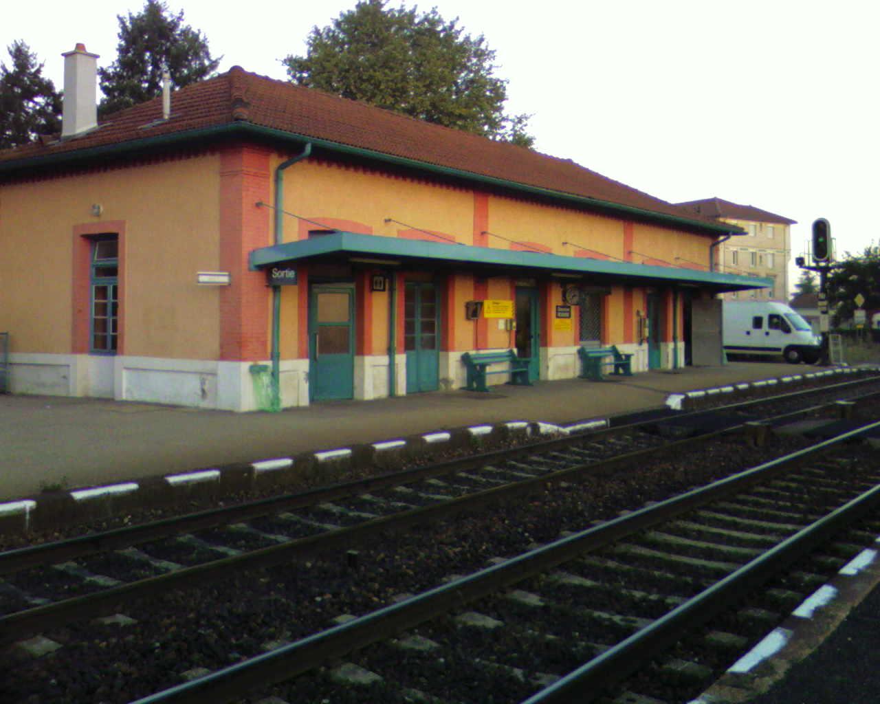 gare-de-montrond-les-bains-train-station
