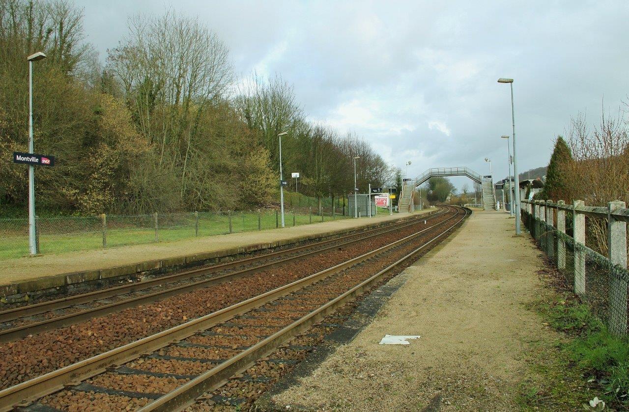 gare-de-montville-train-station