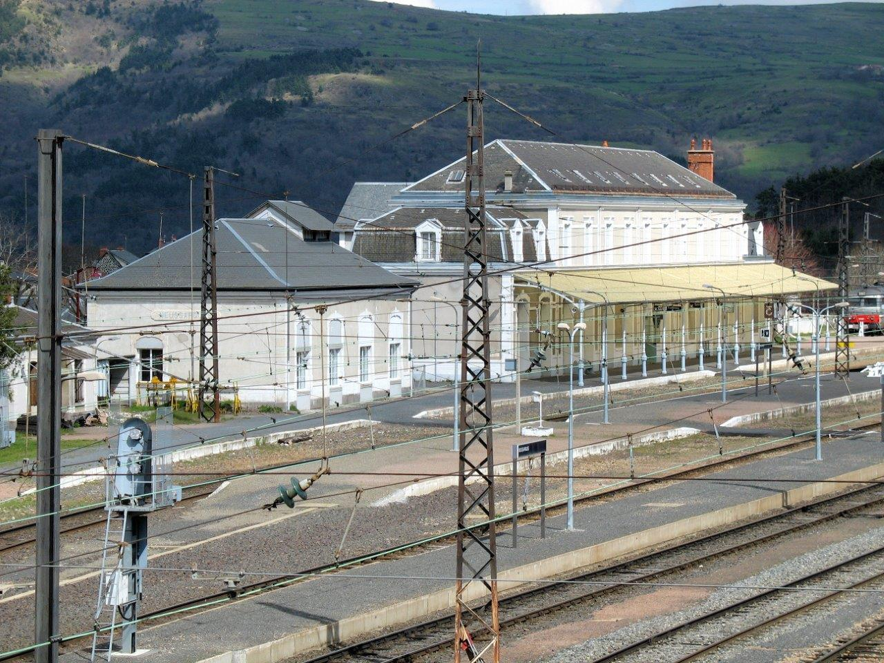 gare-de-neussargues-train-station