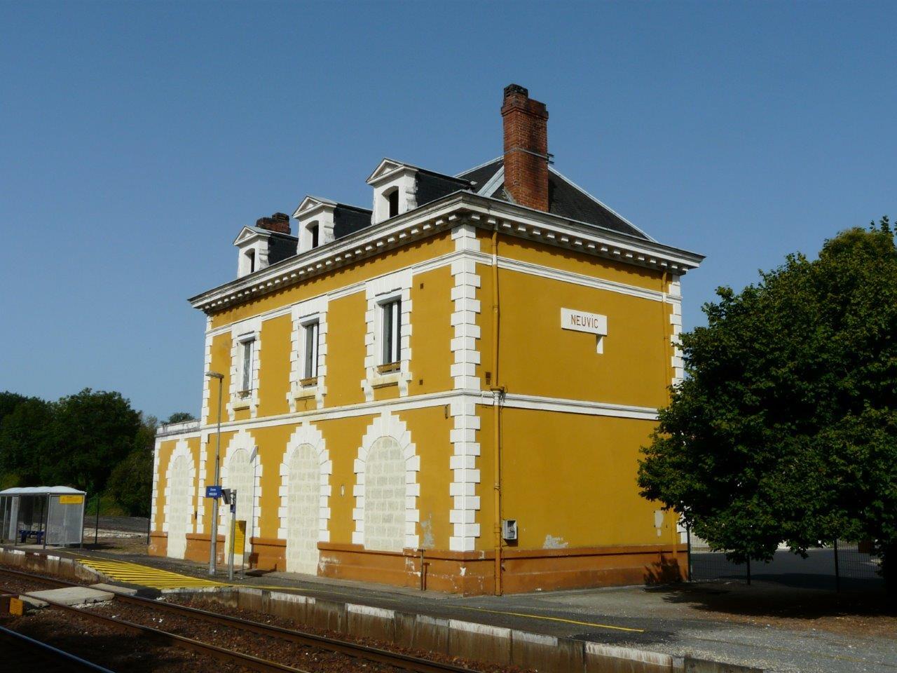 gare-de-neuvic-dordogne-train-station