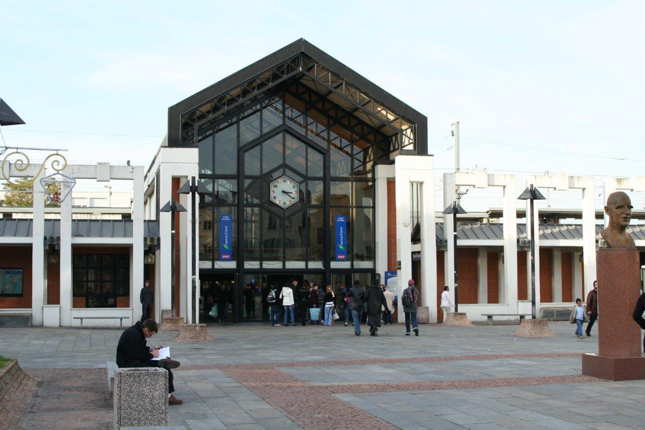 gare-de-poissy-train-station