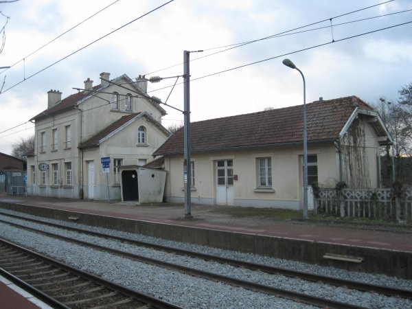 gare-de-poix-de-picardie-train-station