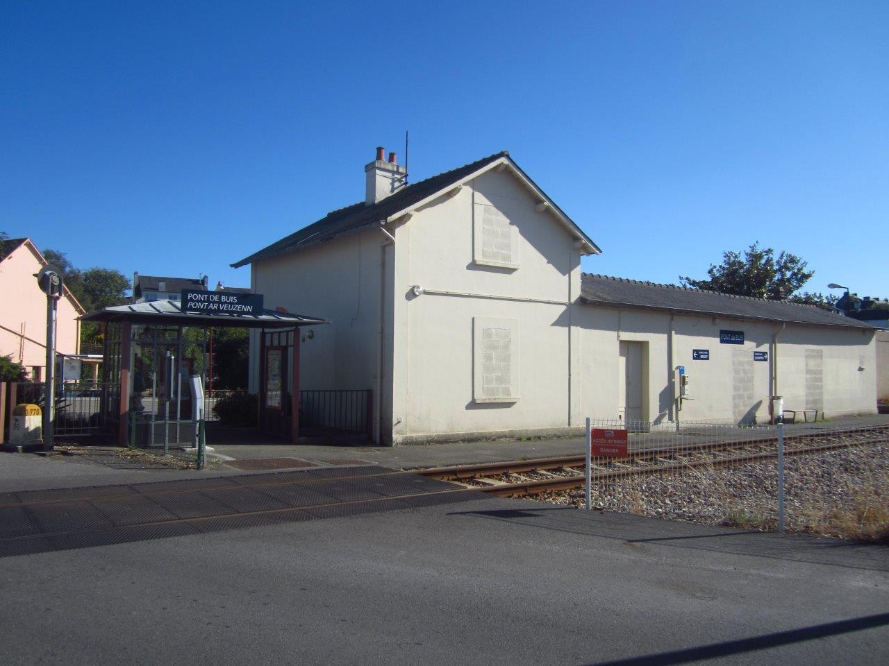 gare-de-pont-de-buis-train-station