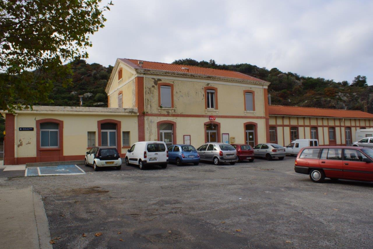 gare-de-port-vendres-ville-train-station