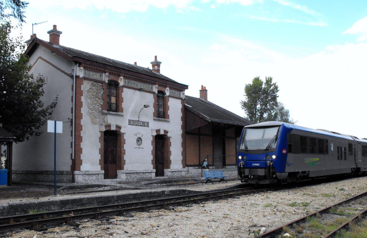 gare-de-pruniers-train-station