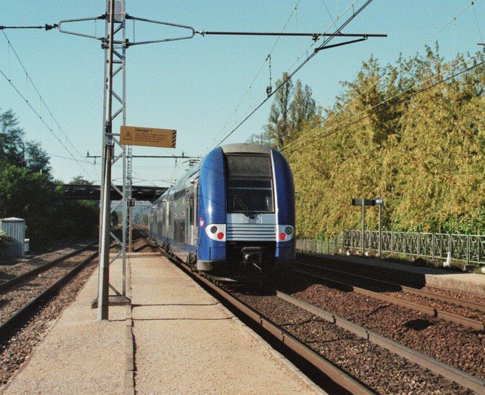 gare-de-quincieux-train-station