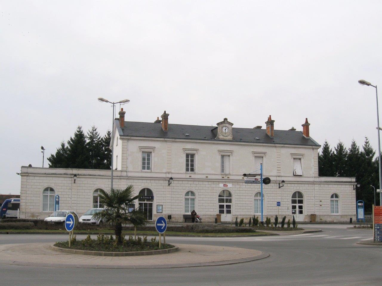 gare-de-romorantin-blanc-argent-train-station