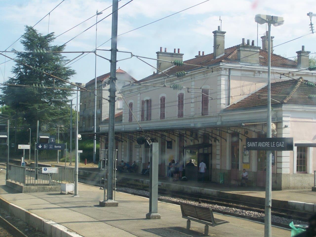 gare-de-saint-andre-le-gaz-train-station