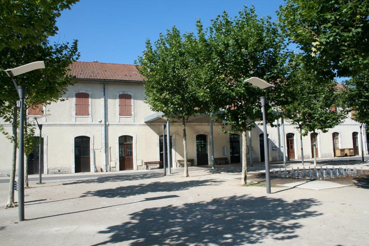 gare-de-severac-le-chateau-train-station