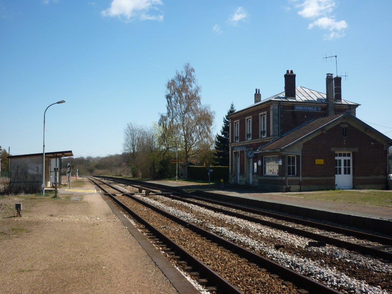 gare-de-bourgtheroulde-thuit-hebert-train-station