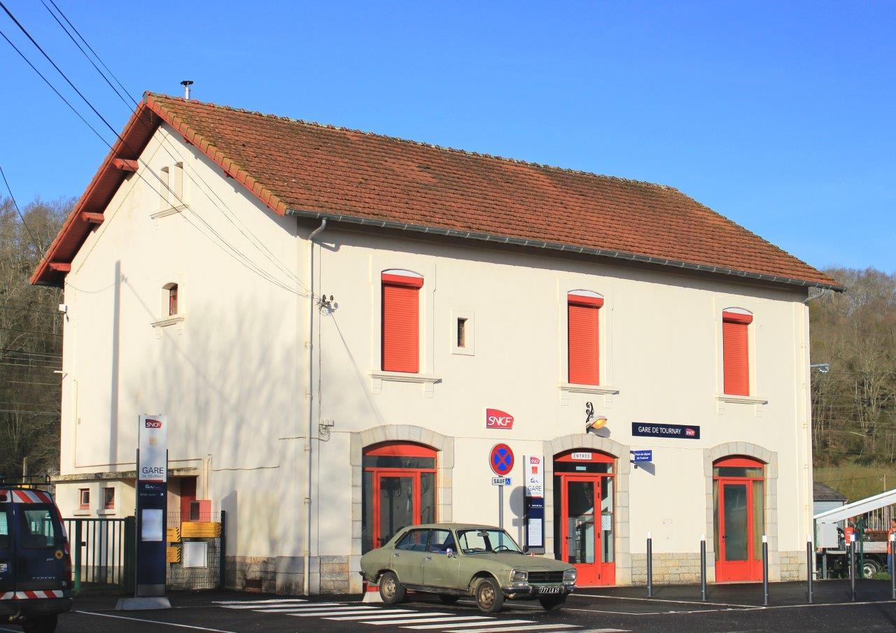 gare-de-tournay-train-station